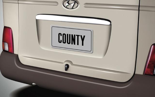 hyuc-county-2-puertas-exterior-2