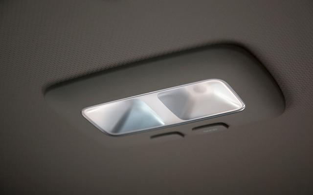xcient-interior-luz