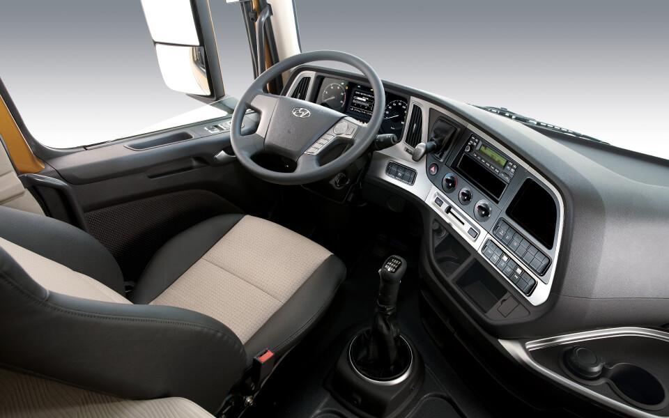 xcient-interior-cabina